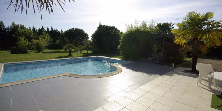 MAISON T5 Beau jardin avec Piscine - Montauban OuestA.B.I - Agence Bourdarios Immobilier -  A.B.I  Agence Bourdarios Immobilier-11