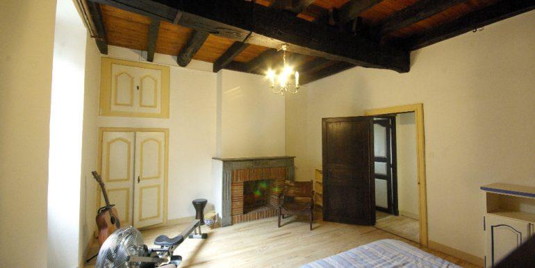 Maison ancienne avec cour au coeur du villageA.B.I - Agence Bourdarios Immobilier - A.B.I  Agence Bourdarios Immobilier-4