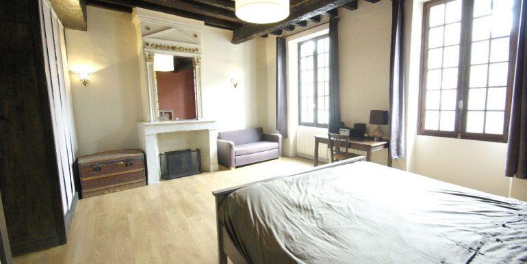 Maison ancienne avec cour au coeur du villageA.B.I - Agence Bourdarios Immobilier - A.B.I  Agence Bourdarios Immobilier-5