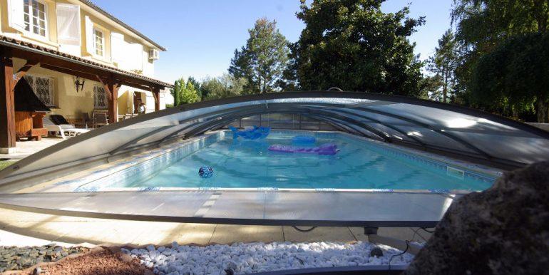 Maison de Maçon Montauban-Sud T6  de 130 m2 piscine sur un  grand parc arborésA.B.I - Agence Bourdarios Immobilier - A.B.I  Agence Bourdarios Immobilier-11
