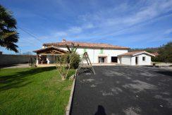 Ancienne ferme rénovée de 180 m² à Montauban-Est avec piscine et studioA.B.I - Agence Bourdarios Immobilier - A.B.I  Agence Bourdarios Immobilier-1