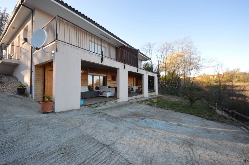 Maison récente à Montauban Sud de 240 m2  et 80 m² de cave divisé en trois appartements