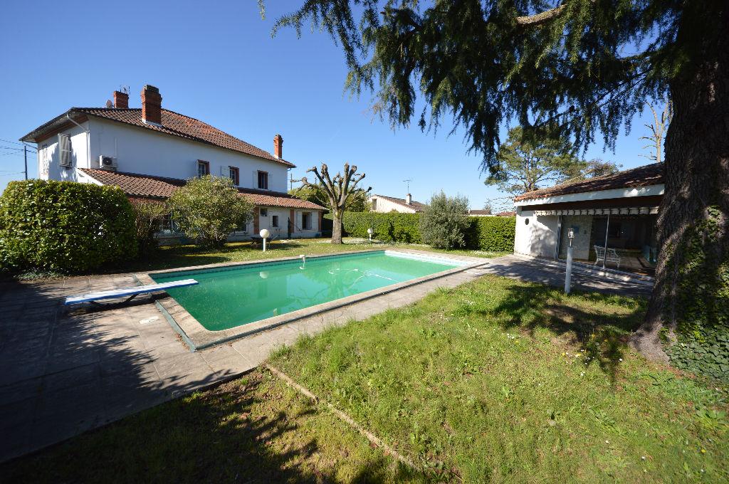 Maison Montauban 8 pièces 250 m2, piscine, parc, garage.