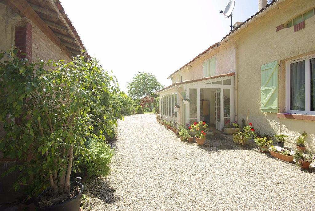 Ancienne Ferme, spacieuse T 7 avec jardin et dépendances – Montauban Ouest