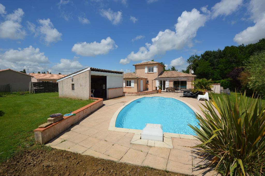 Maison contemporaine de 136 m²  Montauban Saint-Martial, piscine pool House , cadre trés agréable