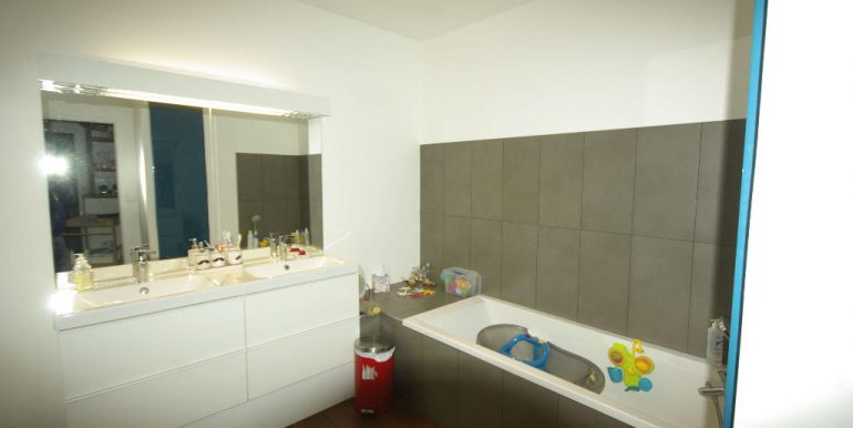 Appartement T4 rénové de 117 m2  - Parking - CaveA.B.I - Agence Bourdarios Immobilier -  A.B.I  Agence Bourdarios Immobilier-7