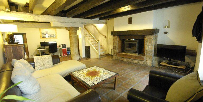 Maison ancienne avec cour au coeur du villageA.B.I - Agence Bourdarios Immobilier -  A.B.I  Agence Bourdarios Immobilier-1
