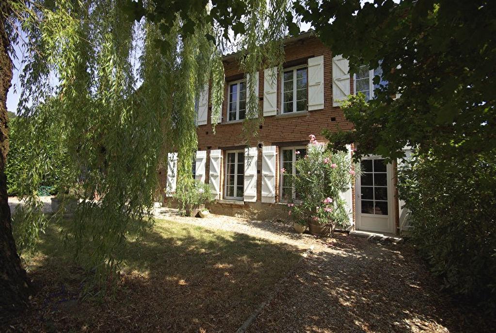 Maison ancienne en brique rose 6 pièces, parc, piscine, toutes commodités à pieds, village à moins de 10 minutes de Montauban Nord