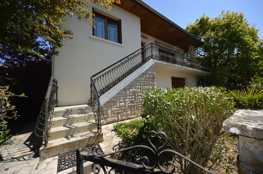Maison Montauban Ville Type 5 avec garage attenant, jardin.