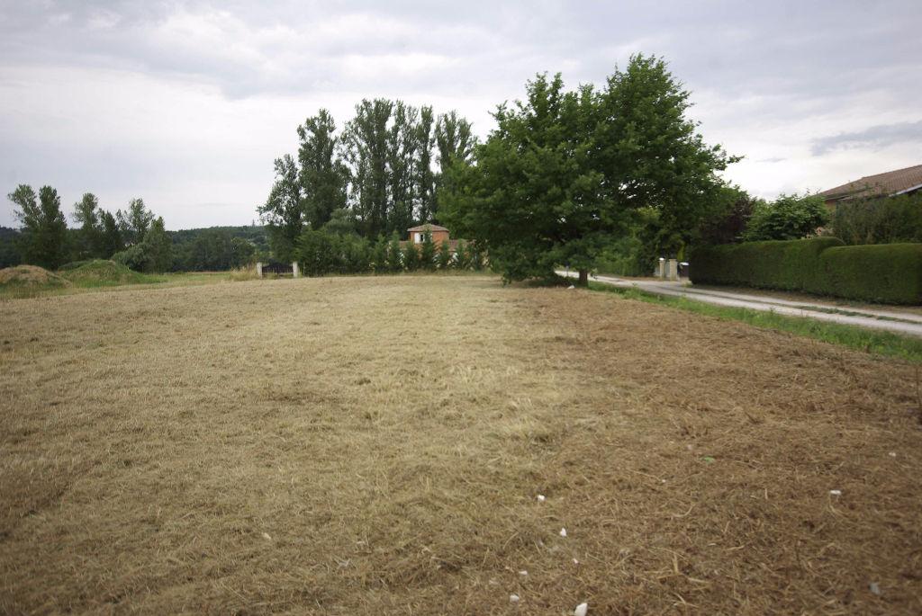 Terrain Constructible Montauban Est de 1600 m2 plat