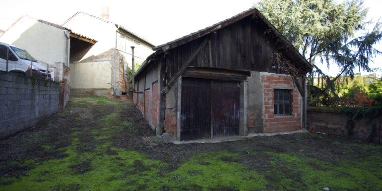 Immeuble Mixte avec Cour et Garages