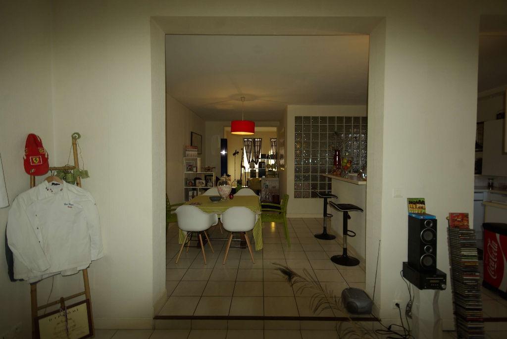 APPART.CENTRE-VILLE Type 4 de 108 m² avec  terrasse, parking et cellier