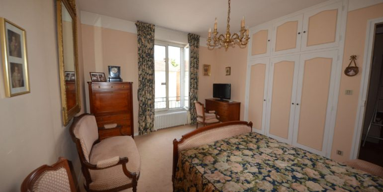 Maison 1930 Coeur de Villebourbon  5 pièce(s) 113 m2 avec courA.B.I - Agence Bourdarios Immobilier - A.B.I  Agence Bourdarios Immobilier-4
