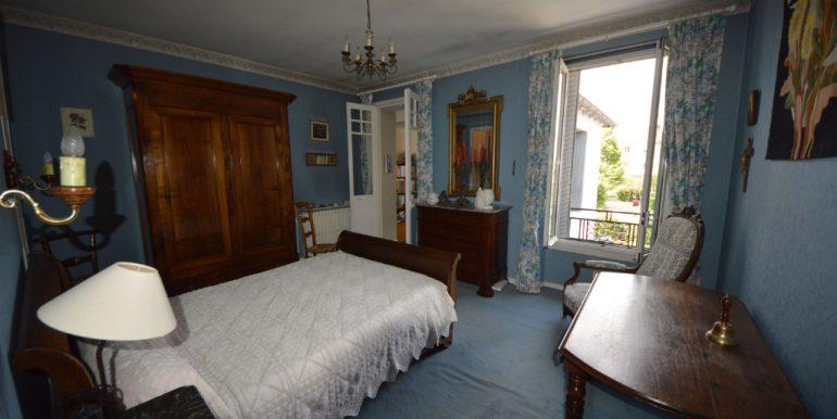 Maison 1930 Coeur de Villebourbon  5 pièce(s) 113 m2 avec courA.B.I - Agence Bourdarios Immobilier - A.B.I  Agence Bourdarios Immobilier-5