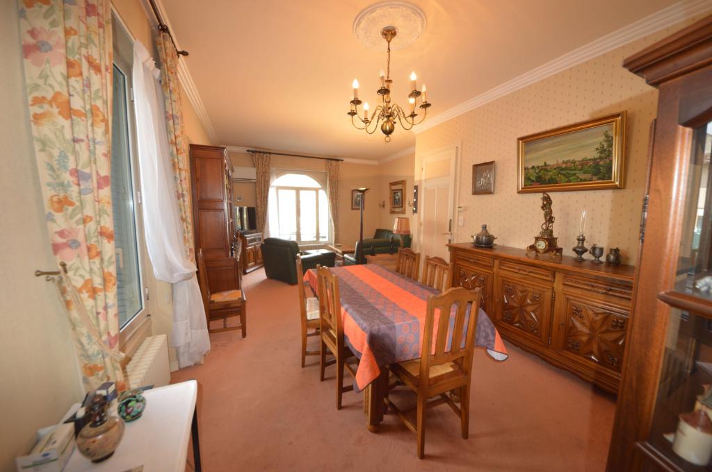 Maison 1930 Coeur de Villebourbon  5 pièce(s) 113 m2 avec cour