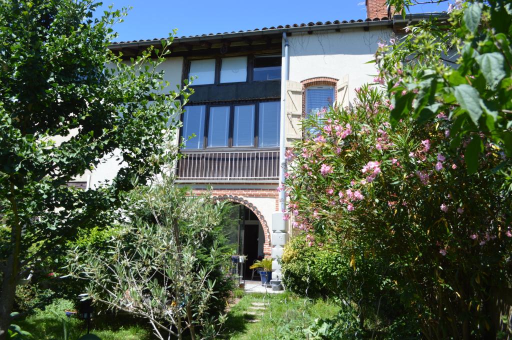 Maison de ville avec jardin et garage à Villebourbon