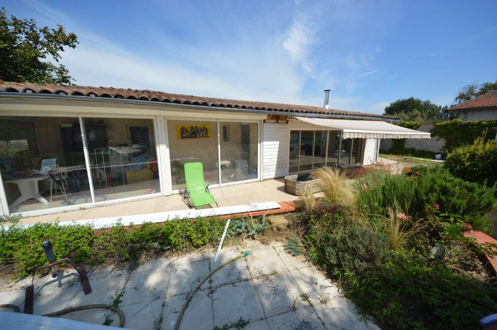 MAISON TRADITIONELLE T6 avec GRAND STUDIO Indépendant 40m²   pisicine sur un  Terrain de 1600 m²