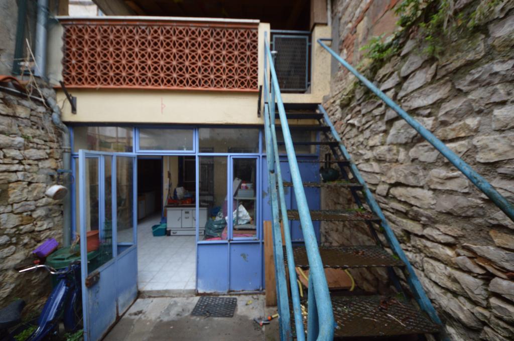 MAISON VILLAGE T5 de 125 m² avec balcon et cours