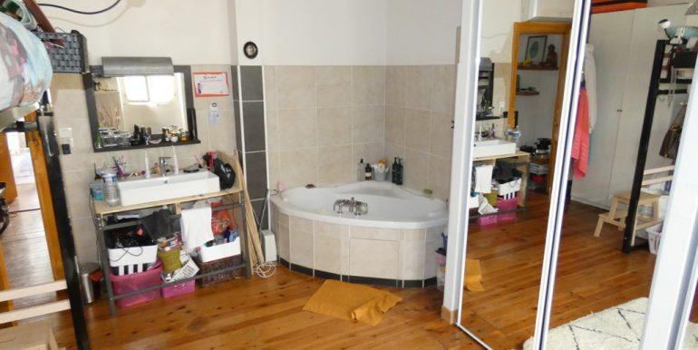 Maison de ville 4 chambres avec cour et dépendanceA.B.I - Agence Bourdarios Immobilier - A.B.I  Agence Bourdarios Immobilier-7