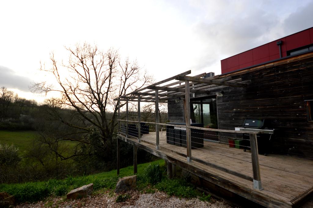 Maison ossature bois sur pilotis avec sa vue panoramique sur  la vallée à 20 mn de Montauban