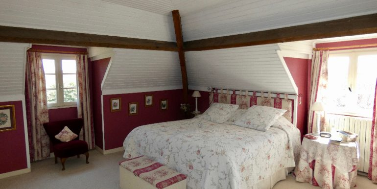 Maison 225m² avec garage et cave sur terrain 10420m²A.B.I - Agence Bourdarios Immobilier - A.B.I  Agence Bourdarios Immobilier-5