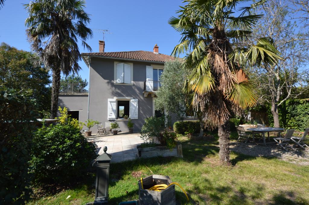Maison de 1928 individuelle, jardin, garages, proche Villebourbon