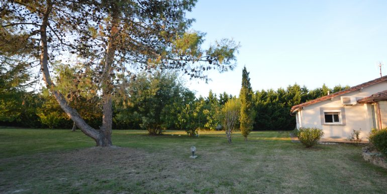 Villa paisible  à 10 mn de MontaubanA.B.I - Agence Bourdarios Immobilier - A.B.I  Agence Bourdarios Immobilier-3