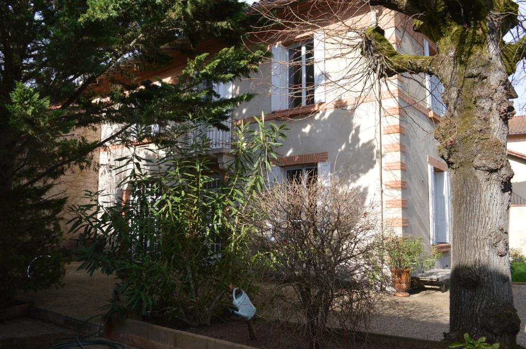 Maison 1900  de caractère, jardin, centre-ville & écoles à pieds
